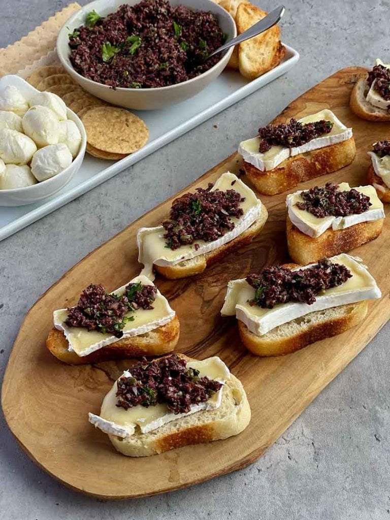 baked brie and olive tapenade crostini recipe